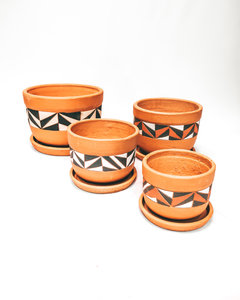 Hand painted curved pot set X4