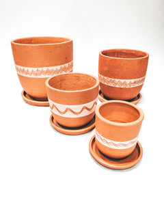 White engraved high curved pot set X4